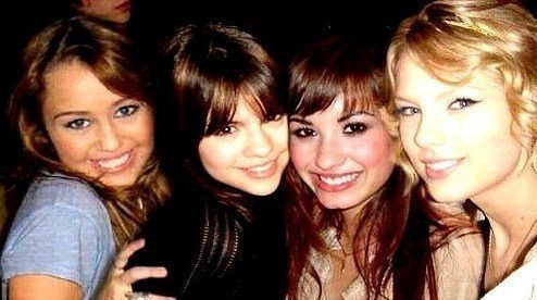 selena gomez miley cyrus taylor nhanh, swift and demi lovato