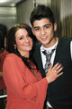 zayn wif his mommy.. aww :')