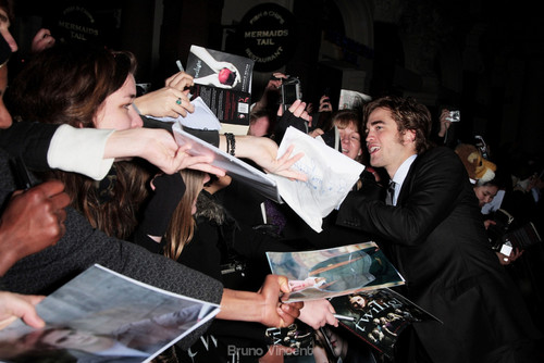 New/Old Pictures of Robert Pattinson from Twilight UK Premiere (2008)