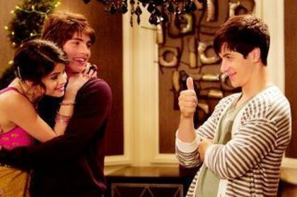 Wizards of Waverly Place:The Movie wallpaper probably with a portrait entitled  magicienii din Wawerli Place