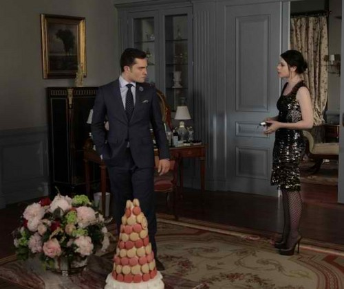 Gossip Girl fond d'écran containing a business suit, a well dressed person, and a suit titled 5.13 stills