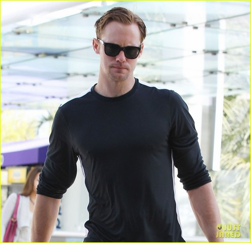 Alexander Skarsgård 壁纸 possibly containing sunglasses titled Alexander Skarsgard: Gym Guy!