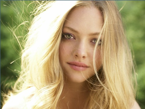 amanda seyfried wallpaper containing a portrait called Amanda Seyfried