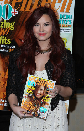 "Demi Lovato Signs Copies Of Her ""Seventeen"" Magazine Cover Issue"