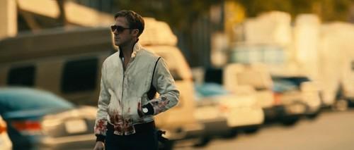 Ryan gosling karatasi la kupamba ukuta containing a business suit and a mitaani, mtaa called Drive (2011)