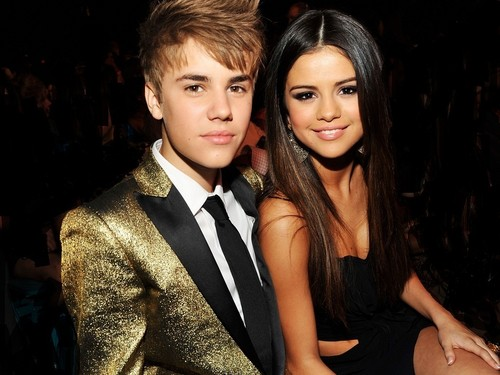 Justin Bieber and Selena Gomez wallpaper possibly containing a well dressed person and a portrait entitled Jelena