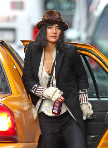 Jessica Szohr wallpaper with a cab and a street called Jessica Szohr Taking A Cab In New York