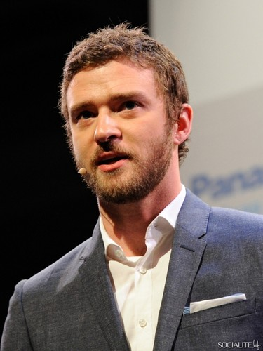 Justin Timberlake Sports A Beard At Consumer Electronics दिखाना