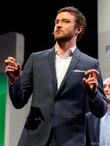 Justin Timberlake Sports A Beard At Consumer Electronics Show - justin-timberlake Photo