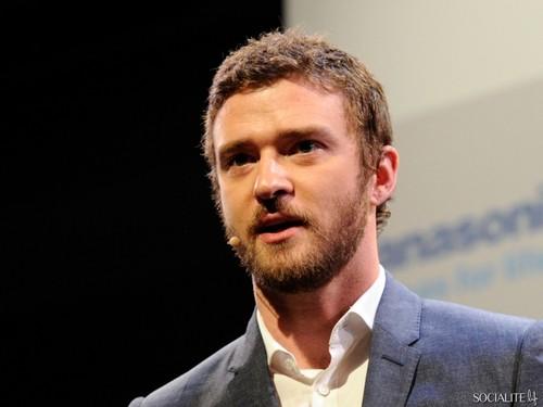 Justin Timberlake Sports A Beard At Consumer Electronics Показать