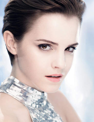 Emma Watson achtergrond possibly containing a portrait called Lancôme blanc Expert - Untagged