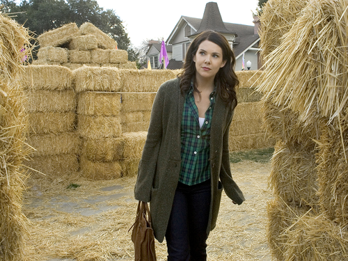 Gilmore Girls kertas dinding containing a hay and a hay bale called Lorelai