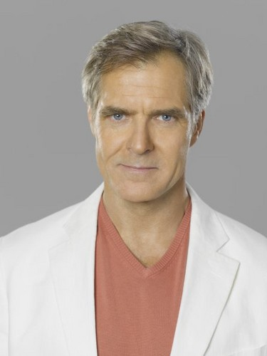 Revenge wallpaper called New Cast Promotional Photos - Henry Czerny