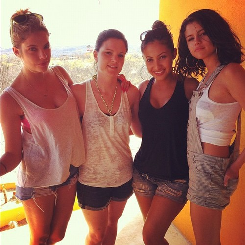 Selena Gomez with Ashley Benson, Francia Raisa and Ashley Cook
