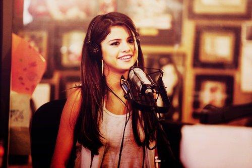 Selena pretty <3
