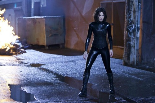 Underworld fond d'écran with a hip boot entitled Underworld: Awakening Selene