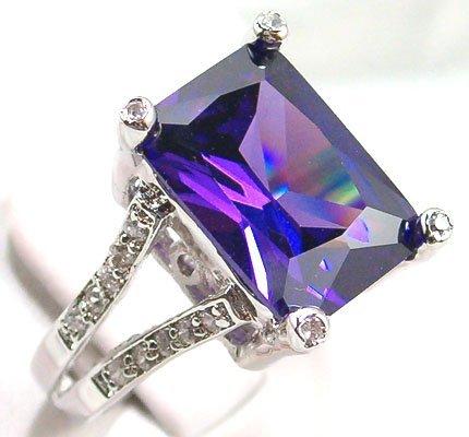 tolet, violet Gemstone
