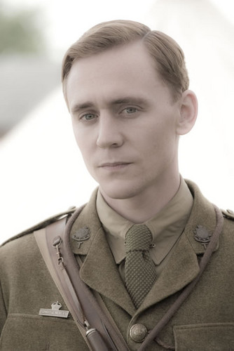 Tom Hiddleston images War Horse - Captain Nicholls wallpaper and background photos