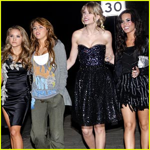 miley-emily-taylor-demi