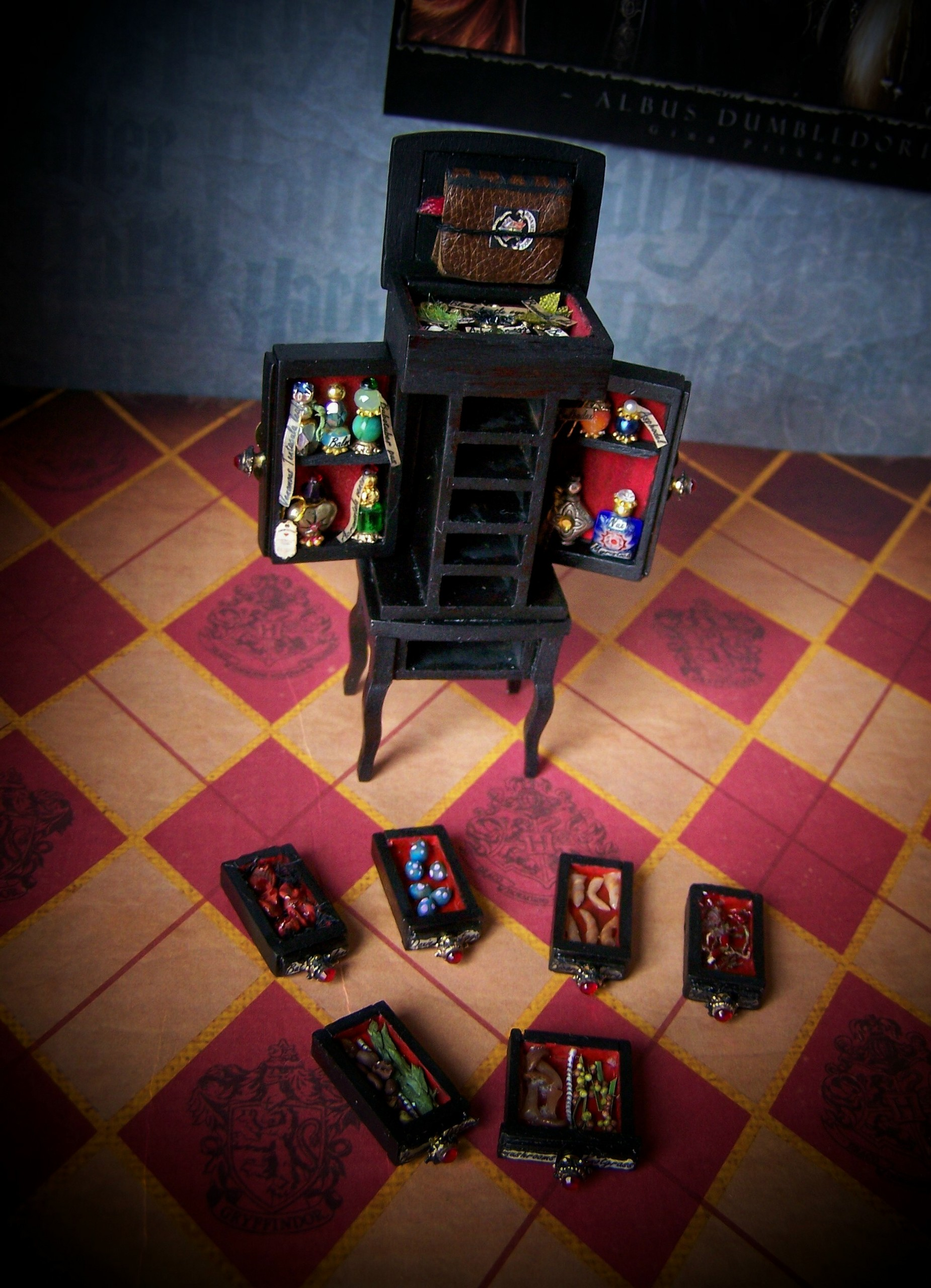 19th siku Miniatures Master Potions Chest