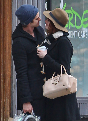 Andrew Garfield and Emma Stone wallpaper containing a fedora entitled A&E - Kissing