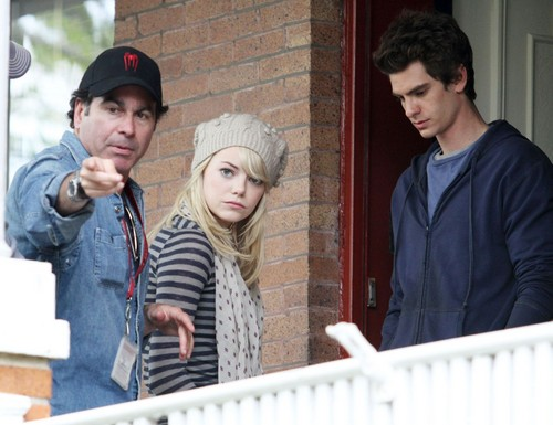 Andrew Гарфилд and Emma Stone Обои possibly containing a улица, уличный titled A&E - The Amazing Spider-Man set