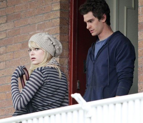 Andrew Garfield and Emma Stone پیپر وال entitled A&E - The Amazing Spider-Man set