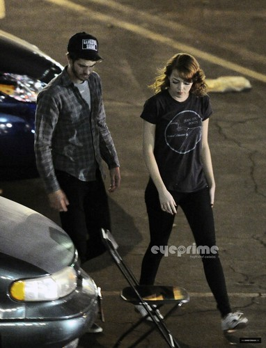 Andrew ガーフィールド and Emma Stone 壁紙 entitled A&E - The Gangster Squad set