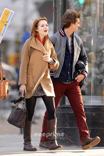 Andrew Garfield and Emma Stone پیپر وال with a hip boot called A&E in NY