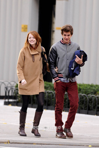 Andrew गारफील्ड and Emma Stone वॉलपेपर probably with a box कोट entitled A&E in NY
