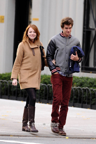 Andrew Garfield and Emma Stone karatasi la kupamba ukuta probably with a hip boot and a business suit called A&E in NY