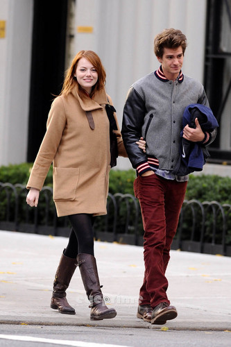Andrew Garfield and Emma Stone پیپر وال possibly with a hip boot, an outerwear, and a box کوٹ entitled A&E in NY