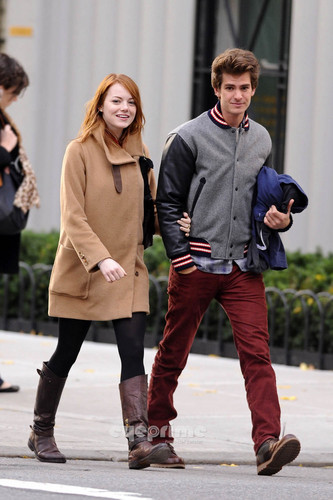 Andrew Garfield and Emma Stone karatasi la kupamba ukuta possibly containing a hip boot, a cowboy boot, and an outerwear entitled A&E in NY