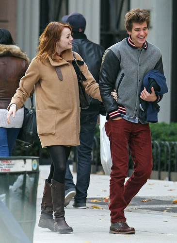 Andrew Garfield and Emma Stone پیپر وال containing a hip boot and a box کوٹ called A&E in NY