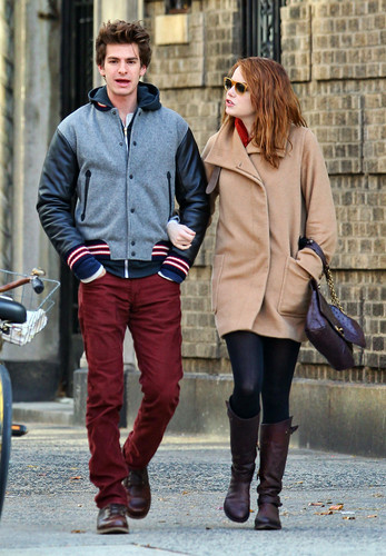 Andrew गारफील्ड and Emma Stone वॉलपेपर with a hip boot entitled A&E in NY