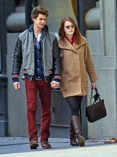 Andrew गारफील्ड and Emma Stone वॉलपेपर with a business suit, a hip boot, and a well dressed person titled A&E in NY