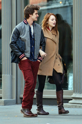 Andrew 加菲猫 and Emma Stone 壁纸 with a business suit, a well dressed person, and a trench 涂层, 外套 called A&E in NY