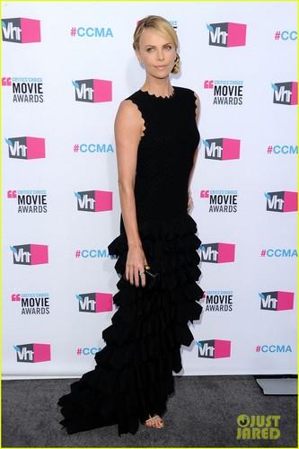 Charlize Theron & Tilda Swinton - Critics' Choice Awards 2012