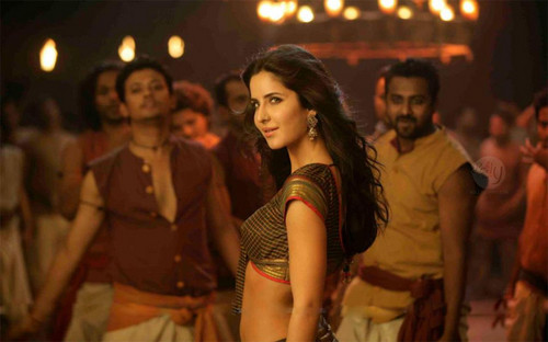 Katrina Kaif wallpaper possibly containing hosiery, a concert, and a hip boot called Chikni-Chameli