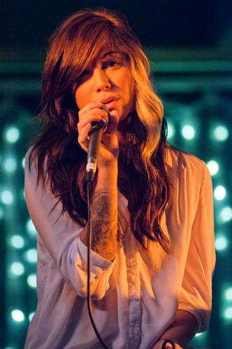 Christina Perri Performs at 2011 konzert for a Cure