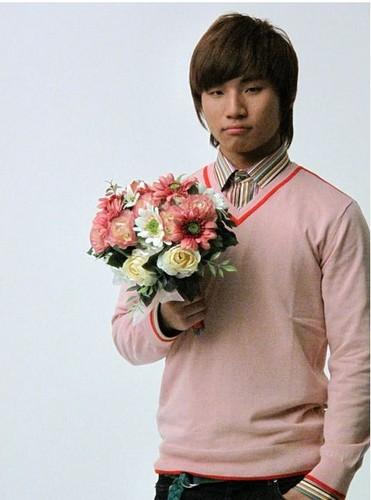 Daesung Hintergrund containing a bouquet titled Hansome Korean Man