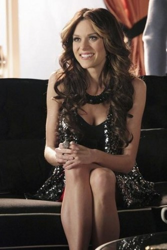 Hilarie burton On kasteel Tv series episode 4x13 promos