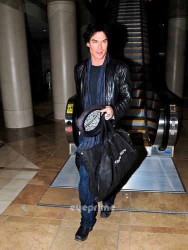 Ian arriving at LAX airpot (10.01.2012)
