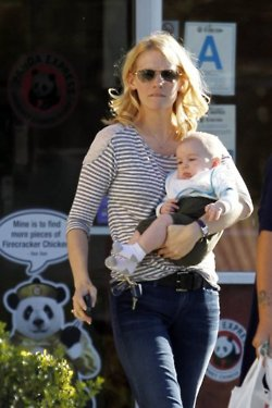 January Jones fond d'écran probably with sunglasses entitled January & Xander in L.A - January 13, 2012