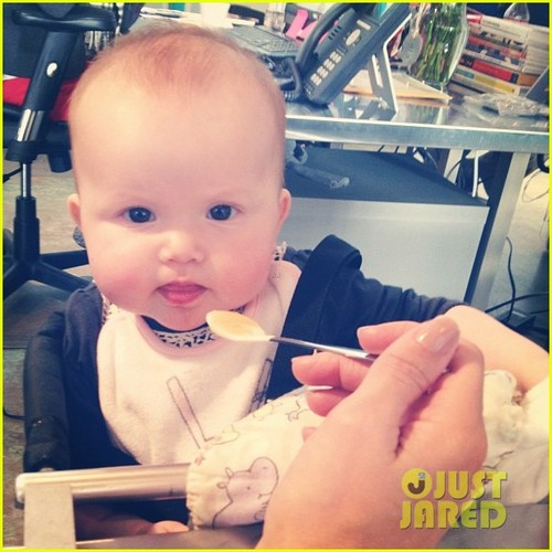 Jessica Alba: Baby Haven Starts Eating Solids!