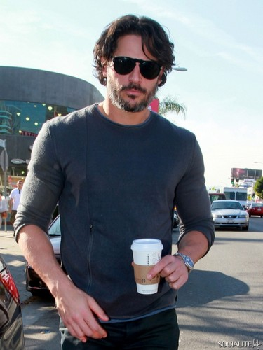 Joe Manganiello Picks Up Some Coffee At स्टारबक्स
