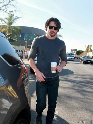 Joe Manganiello Picks Up Some Coffee At Starbucks - joe-manganiello Photo