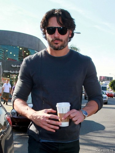 Joe Manganiello Picks Up Some Coffee At স্টারবাক্স্‌