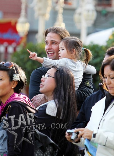 Josh Has A Family día At Disneyland - January 11
