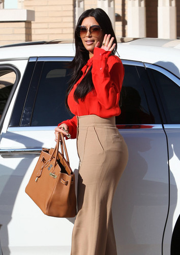 Kim Kardashian Hits Barneys New York In Style - kim-kardashian Photo